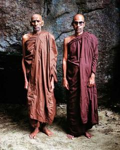 Alte Mönche der Einsiedelei Mawaragala Dambana, Sri Lanka