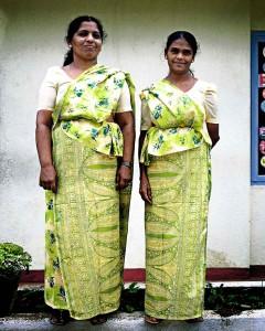 Verkäuferinnen der Teeplantage Glen Glen Tea in Katukitula, Sri Lanka