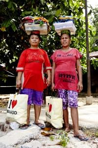 indonesian saleswomen